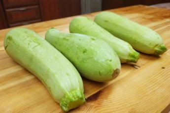 Попался новый рецепт из кабачков: вкуснее, чем блины и оладьи, только проще и жарить не нужно 1