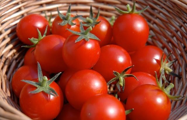 Простое народное средство, чтобы помидоры быстро росли и хорошо плодоносили 5