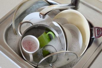 Почему грязную посуду нельзя оставлять до утра на кухне 1