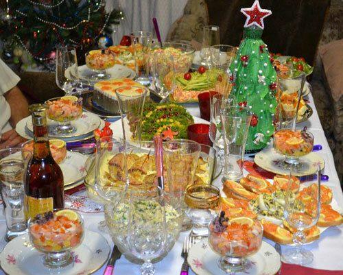 Новогодний стол во времена Советского Союза. Вы до сих считаете, что тогда люди жили плохо 1