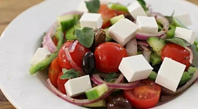 5 рецептов вкусных салатов, которые готовятся 15 минут 12